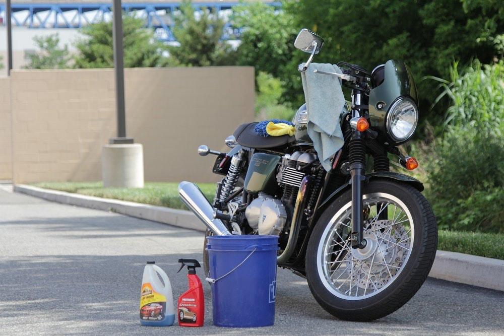 Naked women washing motorcycles images 388